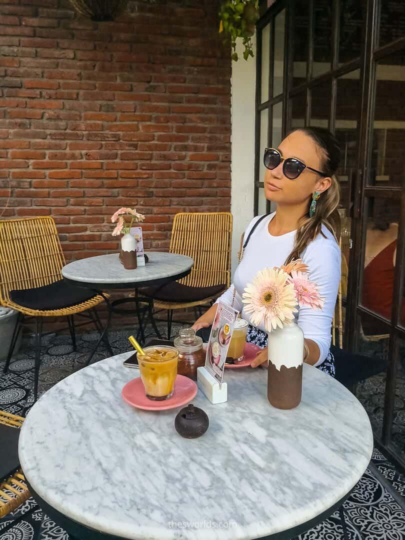 Girl posing at Coffee cartel in Bali
