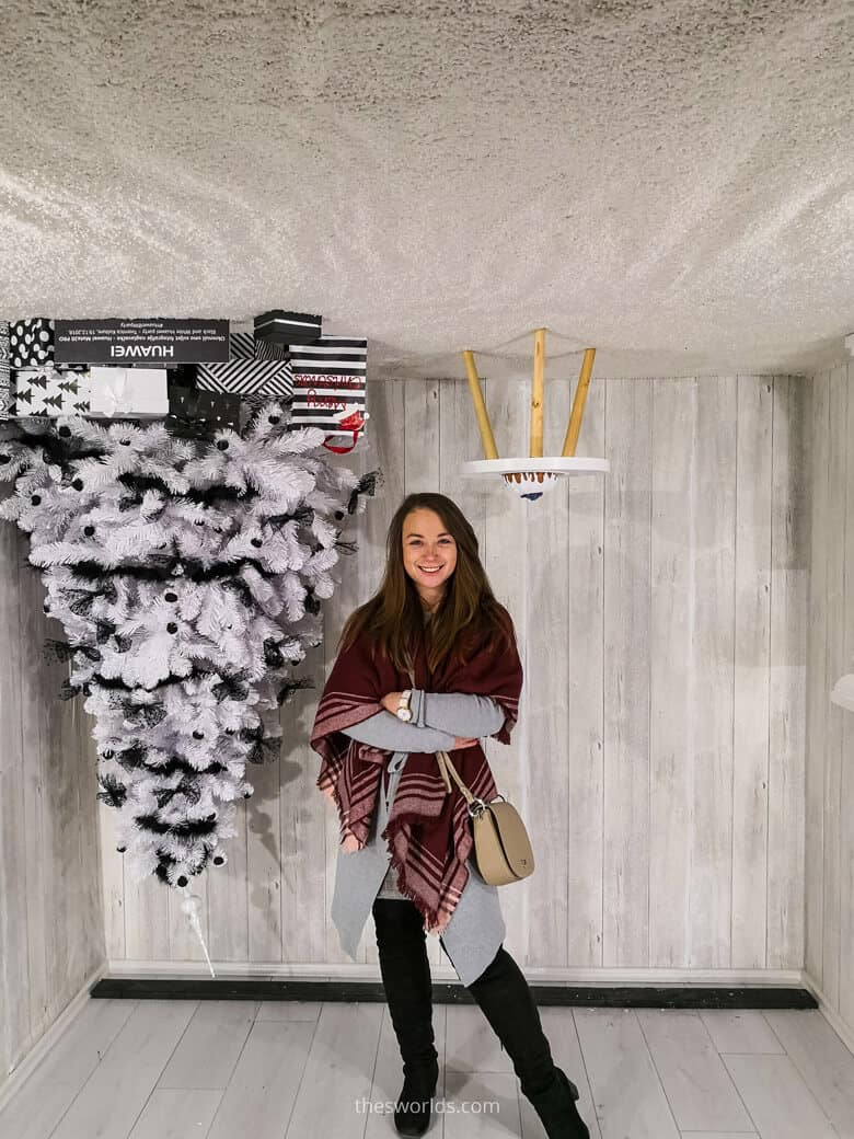 Girl posing in reverse view booth in Zagreb