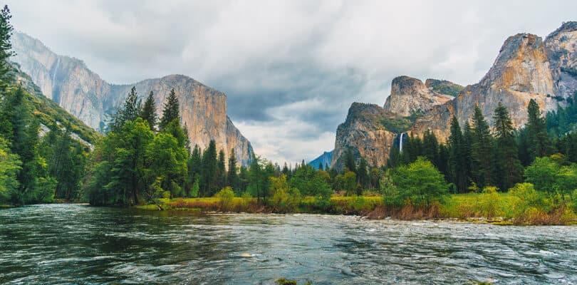 Lake view of mountains at Yosemite national park